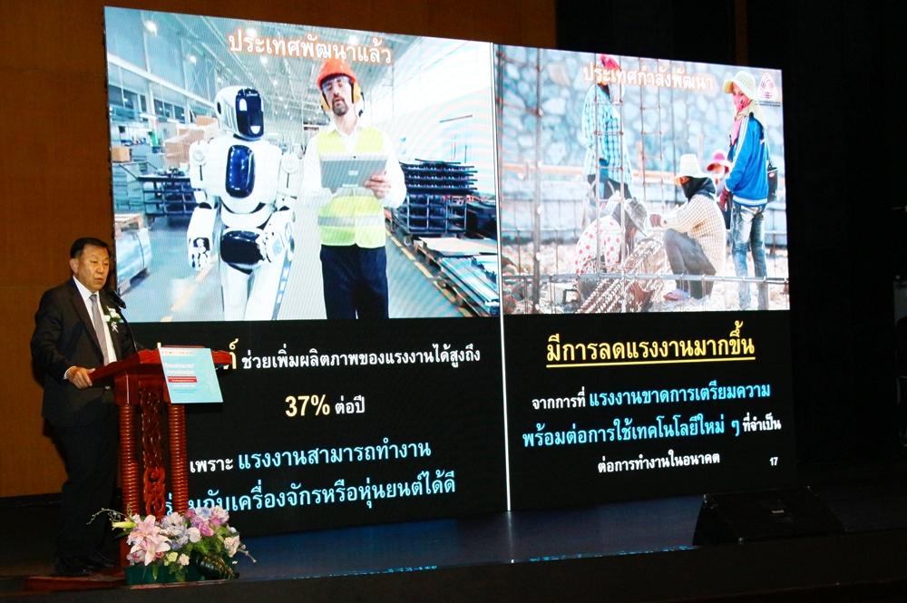 คุณถาวร ชลัษเฐียร รองประธานสภาอุตสาหกรรมแห่งประเทศไทย และประธานสถาบันเสริมสร้างขีดความสามารถมนุษย์